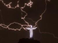Fulgere, din mainile lui Iisus. Celebra statuie din Rio a fost lovita de trasnete. FOTO