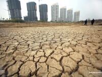 Un lac de doua ori cat Londra a secat complet in China. Ce constructie veche de 400 de ani a aparut. FOTO