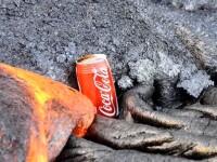 Ce se intampla cand o cutie de Coca Cola este atinsa de lava. VIDEO