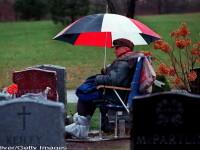 Americanul care a vegheat 20 de ani langa mormantul sotiei sale a murit la varsta de 97 de ani. FOTO