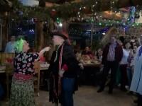 Cele mai traznite tinute, la un carnaval din Busteni. Petrecerea are o traditie veche de aproape 20 de ani