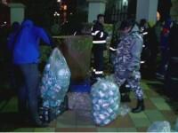TRADITII SI OBICEIURI DE BOBOTEAZA. La malul marii zeci de voluntari au umplut 130.000 de sticle cu apa sfintita