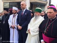 Omagiul adus de premierul unei tari islamice jurnalistilor de la Charlie Hebdo. De ce a venit la Paris insotit de doi imami