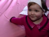 Fetita din Vaslui, hranita doar cu pufuleti si care a avea 5 kg la 4 ani, a luat in greutate. Cum s-a transformat in 9 luni