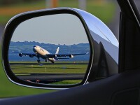 Tara in care avioanele aterizeaza fix in centrul orasului. Masinile, nevoite sa dea prioritate aeronavelor. FOTO, VIDEO