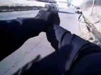 Momentul in care un politist american impusca un suspect, surprins de camera corporala a ofiterului. VIDEO