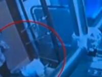 Cum a reusit un bebelus sa urce singur in autobuz si sa ocupe un scaun. Care a fost reactia soferului