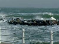 Spectacol impresionant pe litoralul romanesc. Temperaturile scazute au transformat faleza cazinoului intr-un peisaj glaciar
