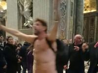 Scene ireale in Bazilica Sfantul Petru din Vatican. Ce a facut un barbat dezbracat in mijlocul credinciosilor. VIDEO