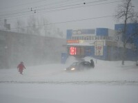 Orasul din Rusia ingropat de ninsori. S-a depus peste un metru de zapada in doar cateva ore. FOTO