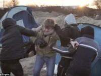 Echipa de jurnalisti, atacata de trei refugiati din