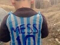 Pustiul imbracat intr-o plasa cu Messi, cautat de o lume intreaga. Si starul Barcelonei e pregatit sa-i faca o surpriza