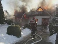 Pompier ranit in timpul unei interventii, la Stefanesti. ISU avertizeaza oamenii sa-si curete cosurile de fum