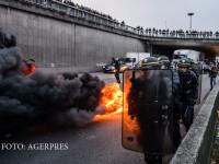 Protest violent al taximetristilor parizieni impotriva concurentei \