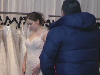 Au inceput targurile de nunti. Rochiile