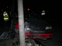 Grav accident pe DN1. O persoana a murit, iar sase au fost ranite dupa ce masina lor a derapat si a lovit doi stalpi