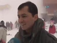 Avalansa filmata din greseala, in timpul unui interviu. Reactia unui manager de hotel cand vede oamenii inghititi de zapada