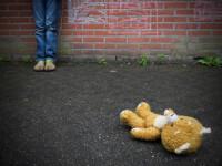 Barbat din Timis, ridicat de procurori dupa ce si-a abuzat fiica de 13 ani. Copila a ajuns sa se indragosteasca de el