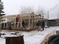 Satenii din Glodeni ofera o lectie de omenie. S-au mobilizat si construiesc o casa noua pentru o familie cu 4 copii