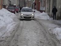 Situatie incredibila in Baia Mare, unde nu a fost facuta deszapezirea. Putini soferi reusesc sa ajunga la destinatie cu bine