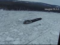 Echipajul unei nave blocata pe Dunare, ajutat din elicopter. Oamenii au ramas fara apa si mancare