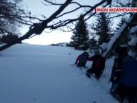 Sapte turisti din Bucuresti s-au ratacit pe munte si au stat 13 ore in ger. Cum au supravietuit pana au sosit salvamontistii