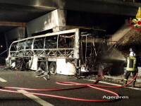 Tragedie in Italia. Un autocar cu adolescenti s-a izbit de un stalp si a luat foc: 16 morti si 36 de raniti