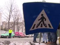 Un elev din Ploiesti a fost lovit in cap de un indicator rutier, in urma unui incident bizar. Politia a inceput o ancheta