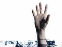 O adolescenta de 17 ani din Anglia a murit, dupa ce a cazut in apa si s-a inecat. De ce insotitorul ei a fost condamnat