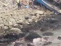 Accident cu 48 de morți, în Peru. Un autocar a căzut de la 100 de metri înălțime, după ce a fost lovit de un TIR