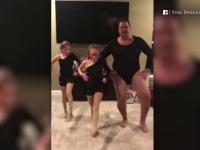 Un american a respectat tradiția de familie și a dansat alături de fiicele sale