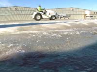 În plin ger, americanii testează o nouă invenție, care ar putea preveni închiderea aeroporturilor din cauza zăpezii