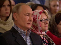 Vladimir Putin, prezent la slujba de Crăciun, în Sankt Petersburg, oraşul său natal. VIDEO