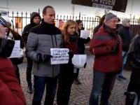 100 de persoane au protestat la sediul PSD Sibiu, de ziua lui Mihai Eminescu
