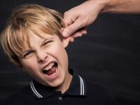 Copil de 10 ani, lovit de învățătoare în zona capului în timpul orelor