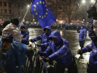 Proteste București. Bărbat dus la Poliţie, după ce jandarmii au găsit asupra lui un pistol de jucărie