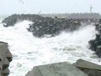 Vremea rea începe să pună stăpânire pe Dobrogea. Valurile au aproape 2 metri la mal