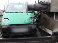 Doi constănțeni, la un pas de moarte, după ce mașina lor a fost lovită de un tren