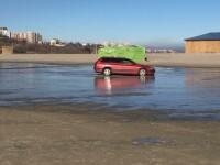 O șoferiță a ajuns cu mașina pe o plajă din Constanța. Cum explică cele întâmplate
