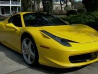 I-a lăsat cheile de la Ferrari valetului de la restaurant, care le-a dat unui hoţ