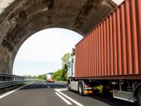Doi români, opriţi în Italia pentru că mergeau cu un camion gol. Ce ascundeau
