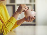 Toți copiii români au de acum un cont de economii la stat. Ce trebuie să știe părinții înainte de a depune bani