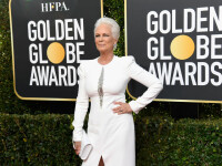 La 60 de ani, Jamie Lee Curtis a întors toate privirile după ea la Globurile de Aur 2019