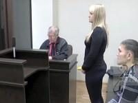 Un bărbat înjunghiat de 13 ori de iubită a cerut-o în căsătorie în timpul procesului