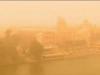 Cairo, învăluit într-un nor de praf roșiatic. Fenomenul care a dat peste cap traficul