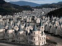 Orașul fantomă cu sute de vile-castel, abandonate. Imagini din dronă