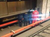O femeie a murit după ce a fost lovită de metrou în staţia Apărătorii Patriei