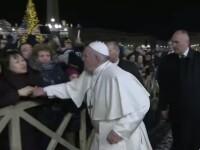 VIDEO. Momentul în care Papa Francisc a lovit mâna unei femei. De ce s-a enervat