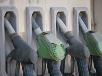 Cum s-a schimbat preţul carburanţilor după ce Guvernul a scos o taxă, dar a mărit alta