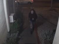 Momentul în care o tânără e bătută și răpită de pe stradă, filmat de camere. Apelul poliției